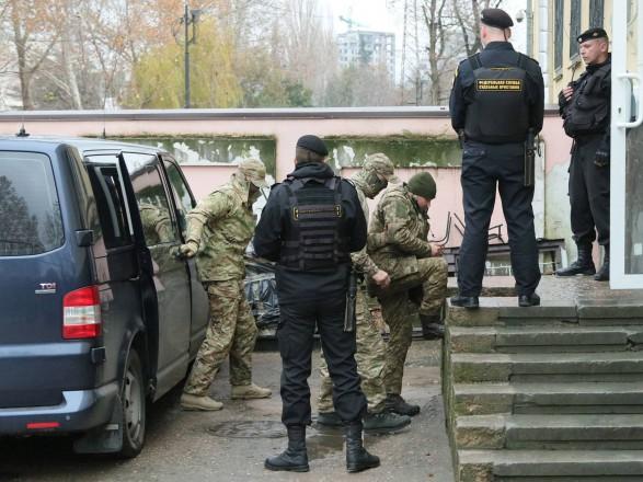Російський правозахисний центр визнав українських моряків військовополоненими