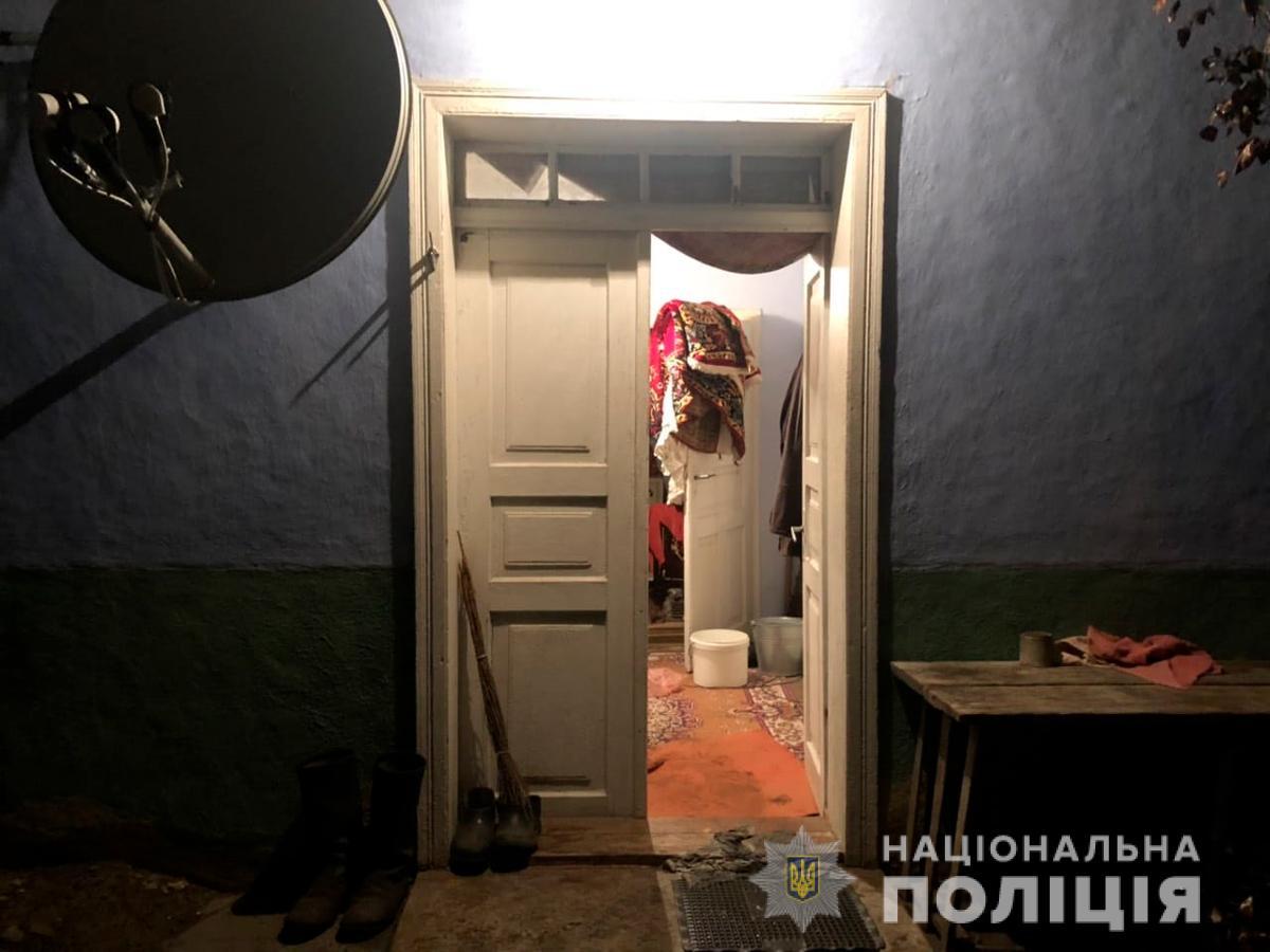 На Буковині поліція затримала чоловіка, котрий зарізав односельця