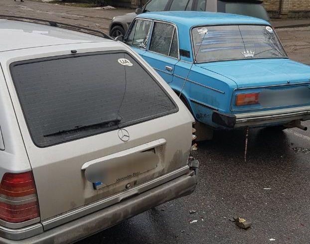 У Чернівцях сталася ДТП на Винниченка: зіткнулися ВАЗ і Мерседес
