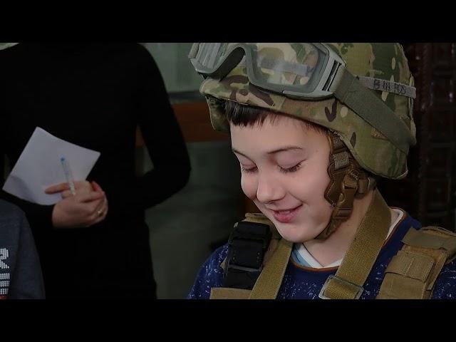 Чернівецьким школярам розповіли про війну та показали амуніцію