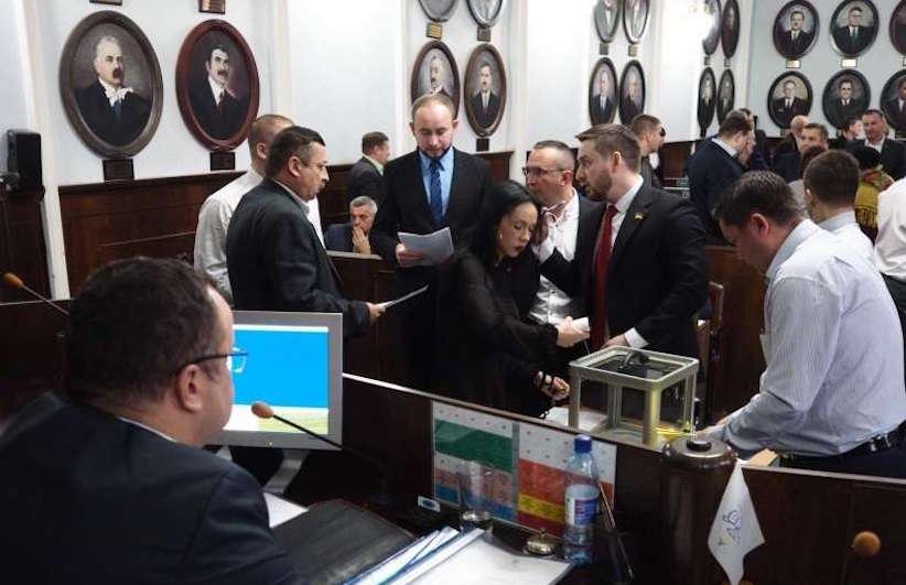 """Депутати голосували за відставку Каспрука не """"безкоштовно"""" – ЗМІ"""