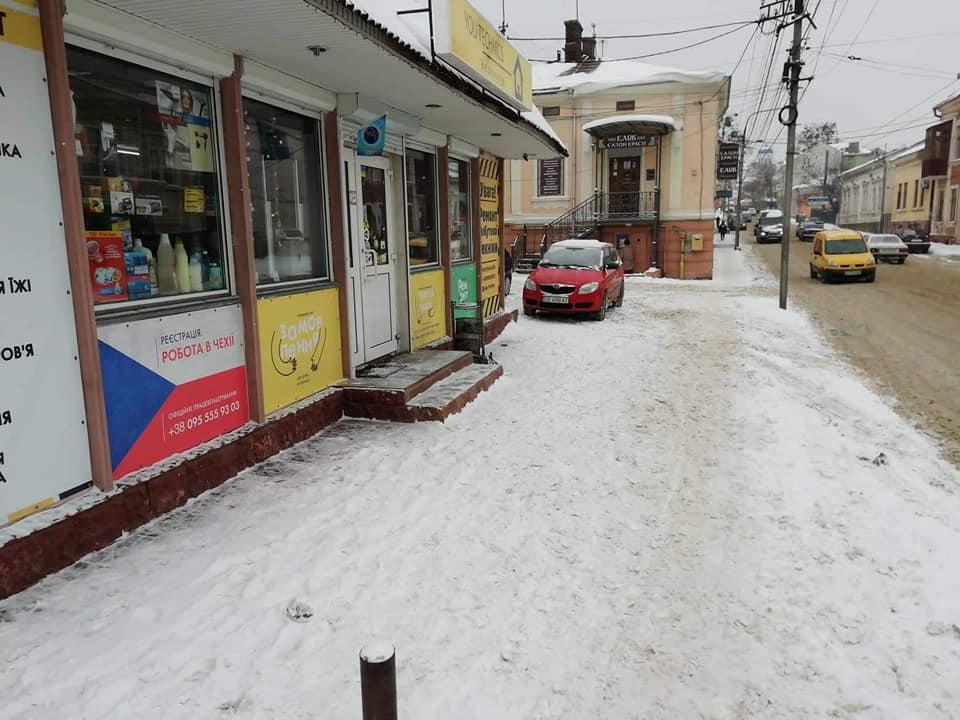 Вісім адмінпротоколів за день: інспекція з благоустрою Чернівців нагадує про обов'язкове прибирання снігу