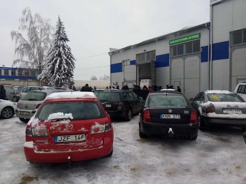 """Власники """"євроблях"""" можуть дізнатися митну вартість авто на """"гарячій лінії"""""""