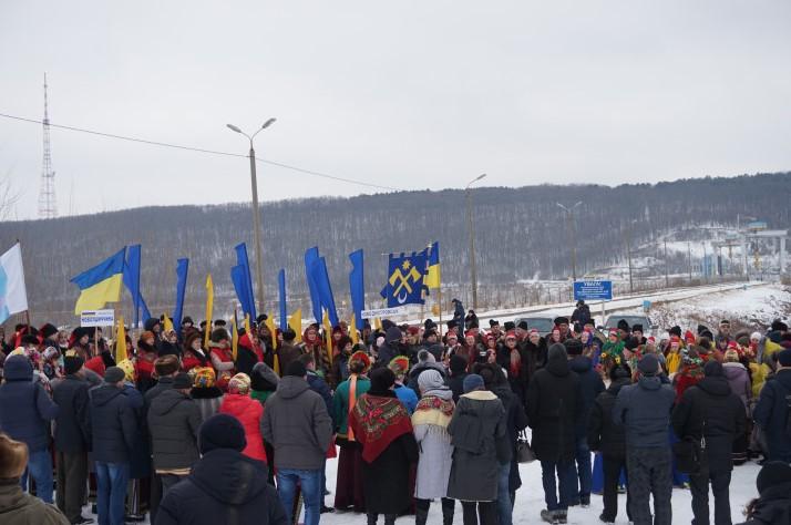 З нагоди 100-ліття Акту злуки в Новодністровську утворили живий ланцюг