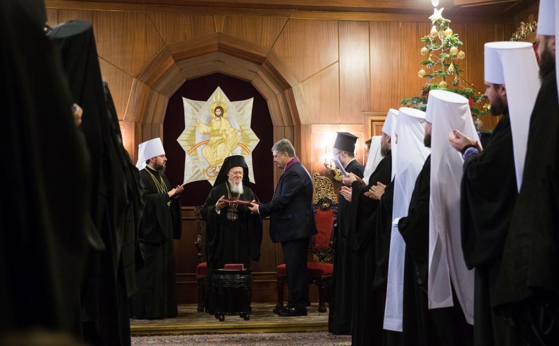Порошенко нагородив орденом Вселенського Патріарха Варфоломія