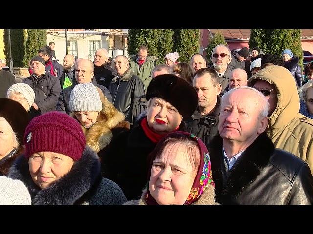 На Водохреще на площі Пресвятої Марії у Чернівцях освятили воду