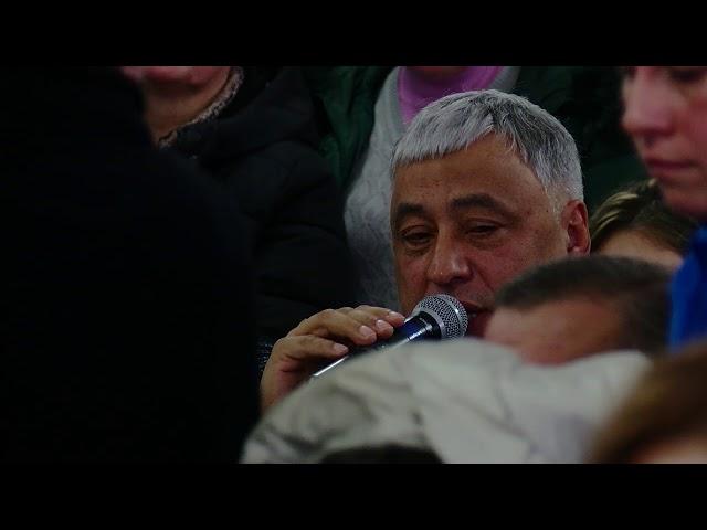"""Протистояння влади та громади: підприємці ринку """"Буковинського"""" блокували сесійну залу"""