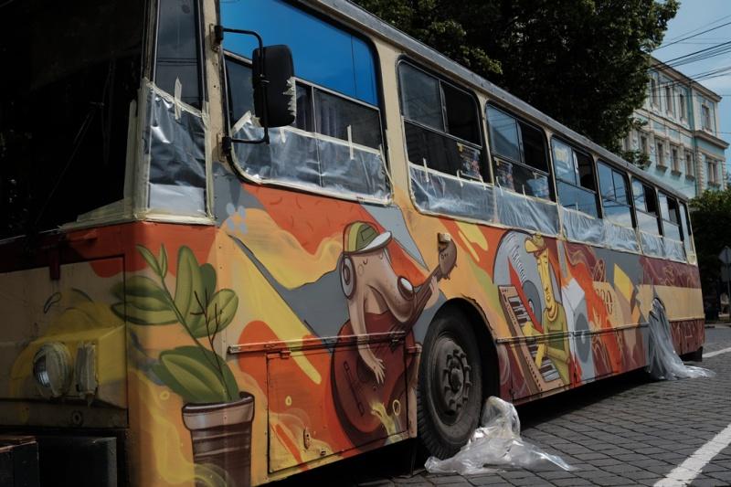 Графіті як мистецтво: чернівчани пропонують розфарбувати старі тролейбули