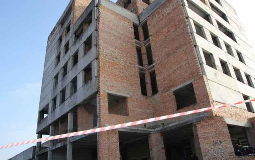 У Сторожинці двоє учнів випали з багатоповерхівки: один юнак розбився