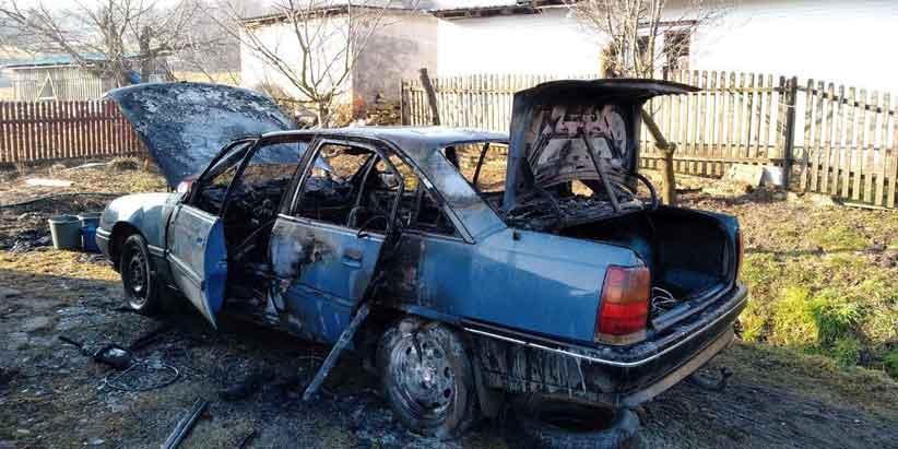 На Буковині вщент згорів автомобіль (фото)