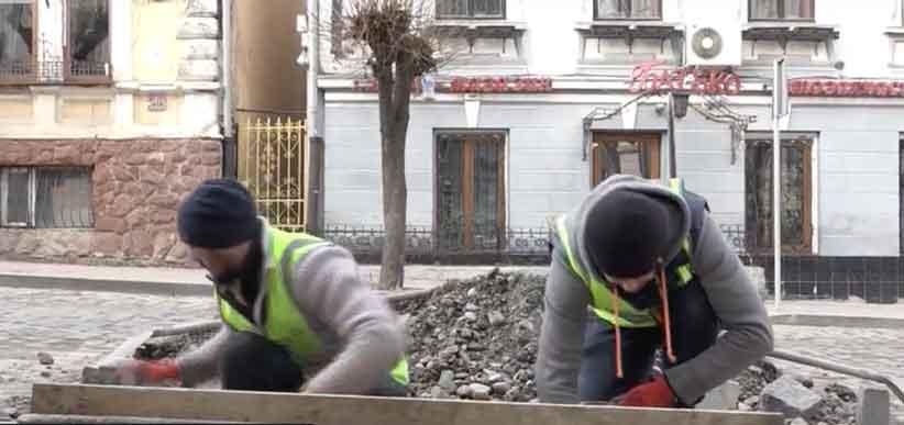 У Чернівцях замість ремонту доріг влада буде роздавати грамоти