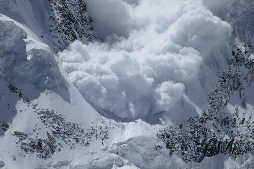 У Карпатах зберігається загроза сходження лавин – ДСНС