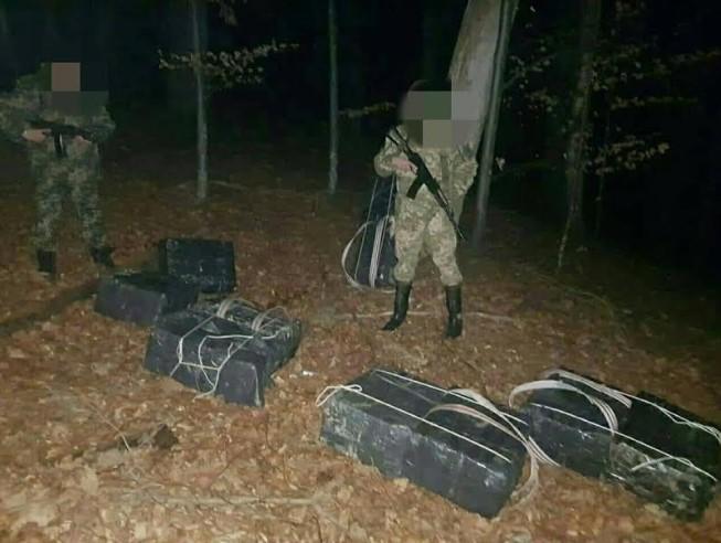 Стрілянина на кордоні: дві групи контрабандистів покинули товар і втекли