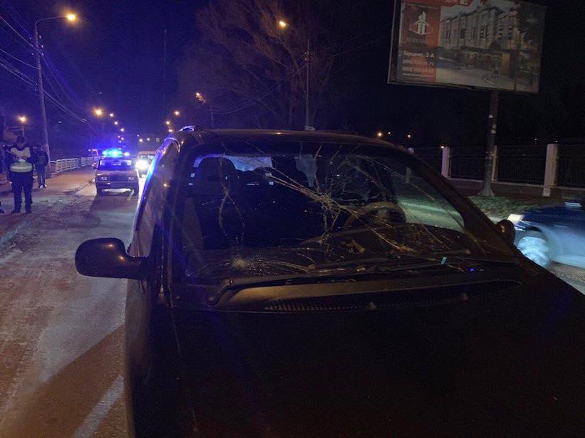 У Чернівцях трапилася ДТП: на вулиці Галицький Шлях водій збив пішохода