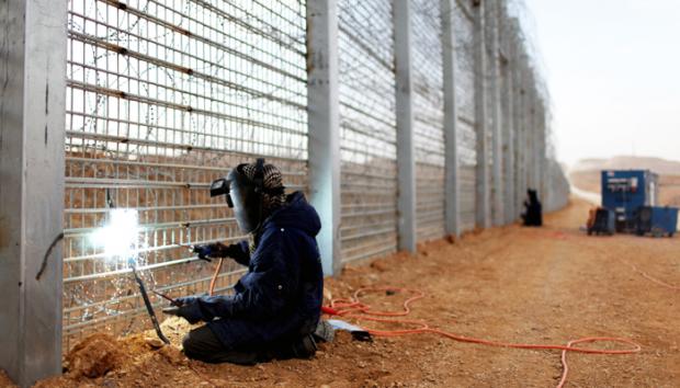На кордоні з Росією відновили будівництво стіни