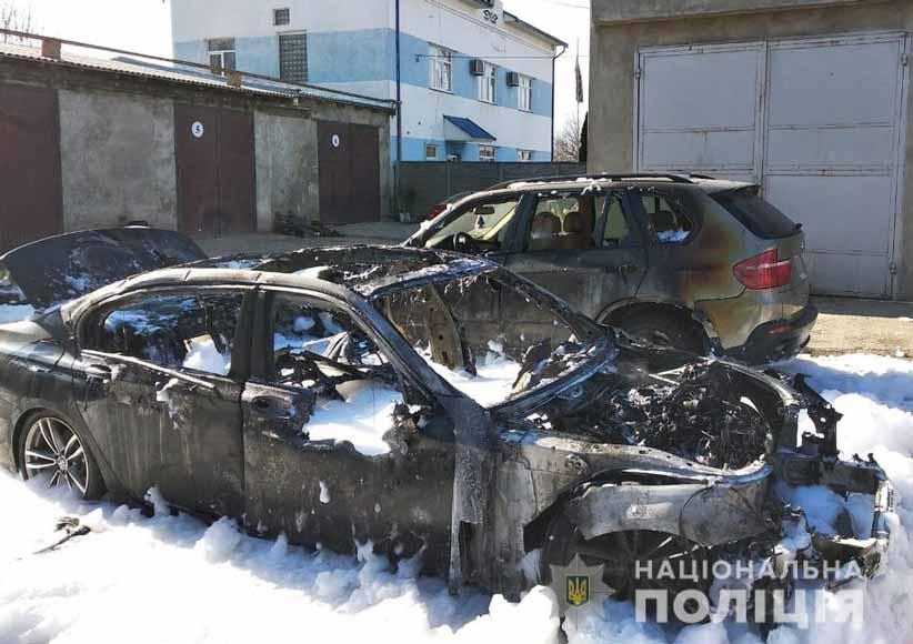 У Чернівцях горіли два елітні автомобілі