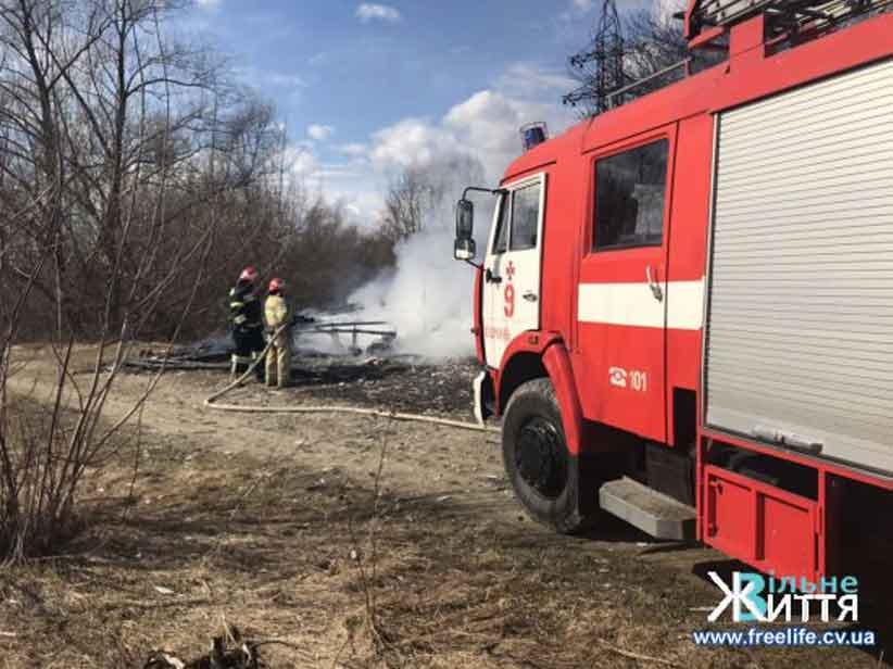 На Буковині через підпал сухої трави згоріла насосна станція
