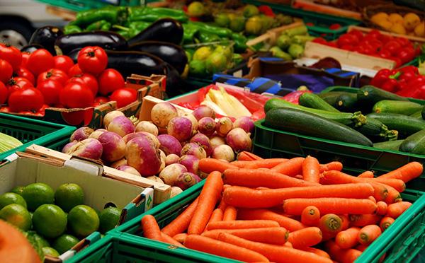 У овочах на чернівецьких ринках виявили перевищений вміст нітратів