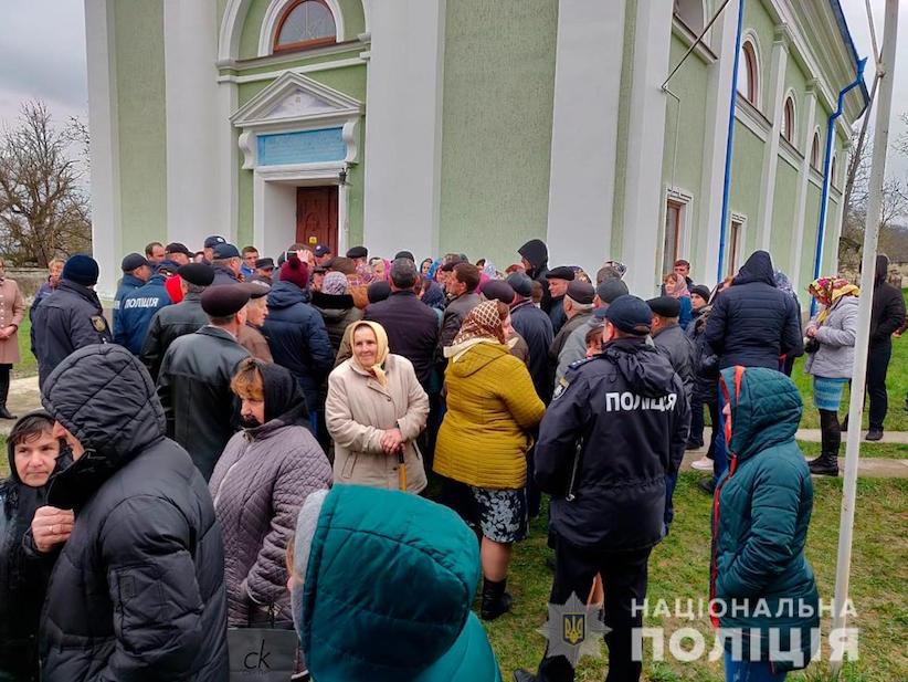 На Буковині віряни не поділили храм: конфлікт врегульовує поліція