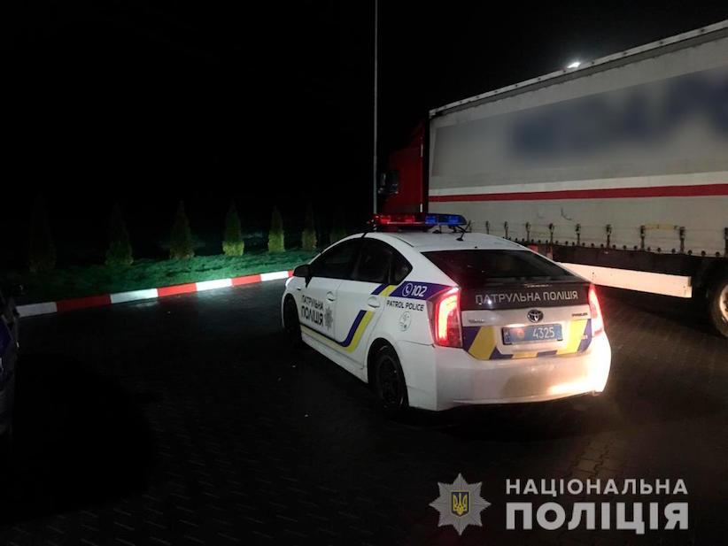 На Буковині нетверезий водій пропонував хабар поліцейському, щоб уникнути покарання