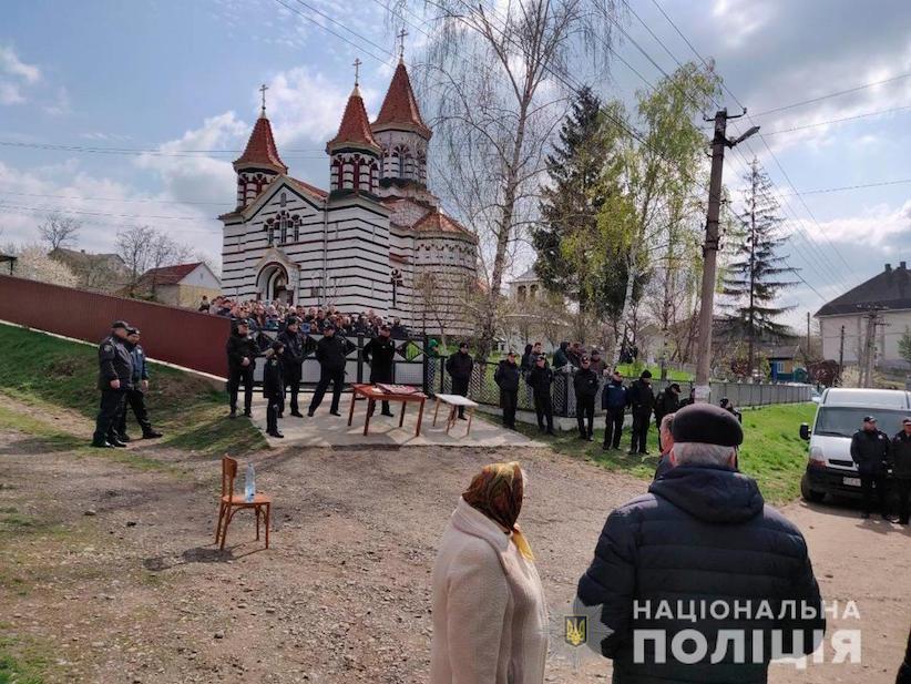 На Буковині релігійні громади з одного села не поділили храм