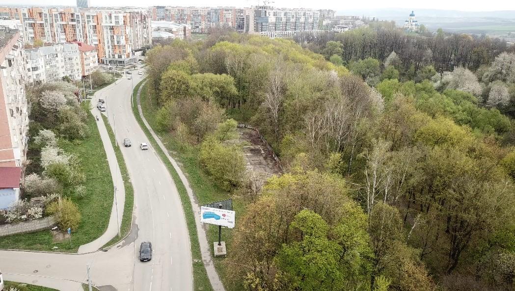 """Скандал з """"Халабудою"""": у Чернівцях звільнився директор парку """"Жовтневий"""""""