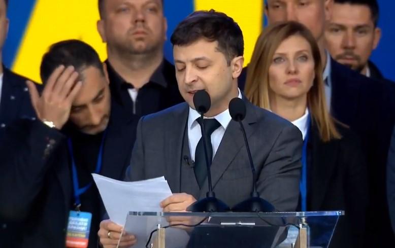 """Зеленський назвав терористів на Донбасі """"повстанцями"""" (відео)"""