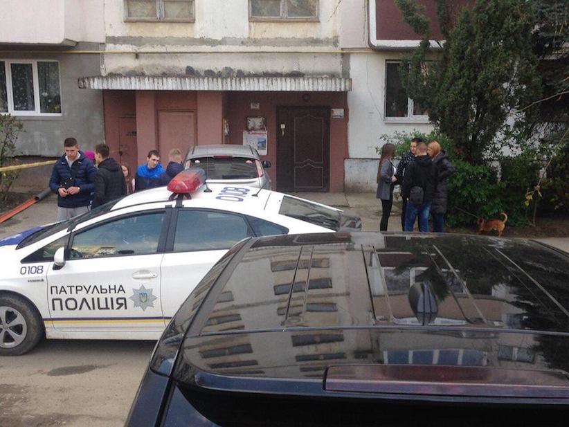 У спальному районі Чернівців діти знайшли гранату (фото)