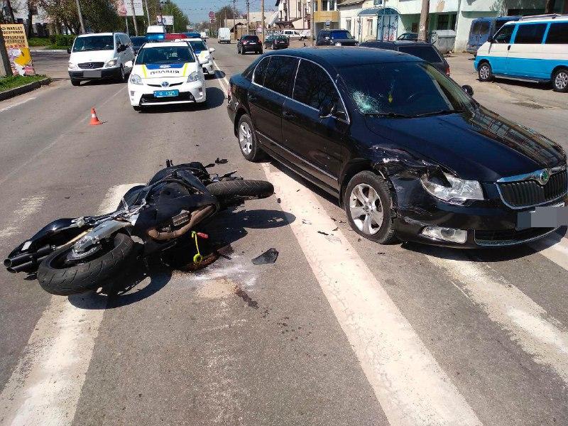 У Чернівцях в ДТП постраждав мотоцикліст