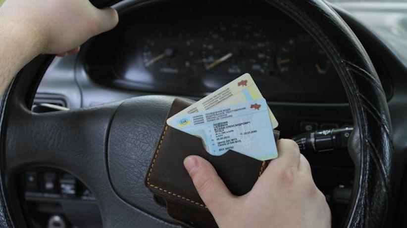 Відновлення водійських прав онлайн коштуватиме 201 гривню