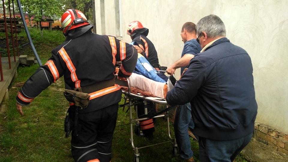 На Новоселиччині чоловіка засипало грунтом під час земляних робіт