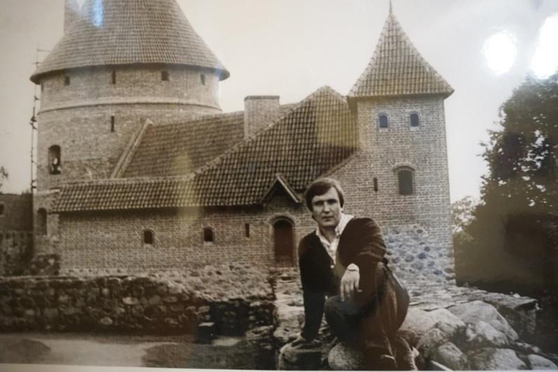 У Чернівцях відкрилася фотовиставка про подорожі Володимира Івасюка
