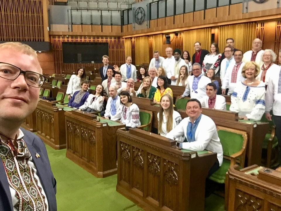 У Канаді депутати прийшли в українських вишиванках у парламент