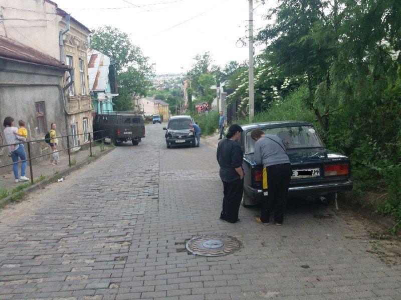 У Чернівцях через ДТП обмежено рух по вулиці Гастелло