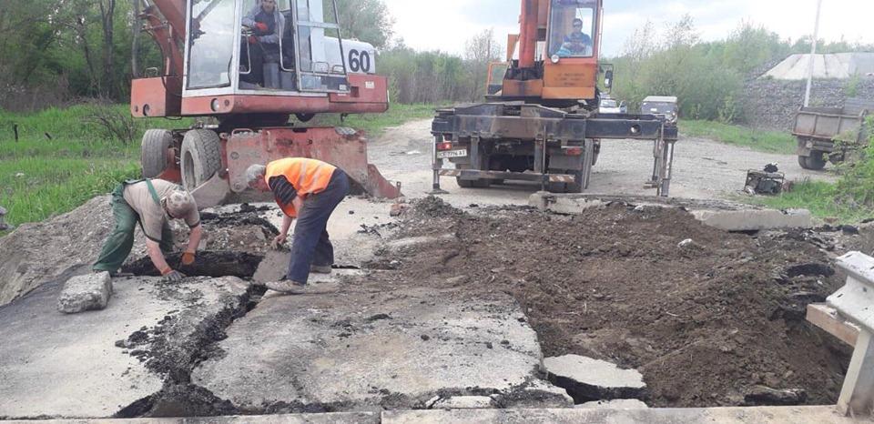 Рух транспорту по мосту в селі Маршинці відновлено – ЗМІ