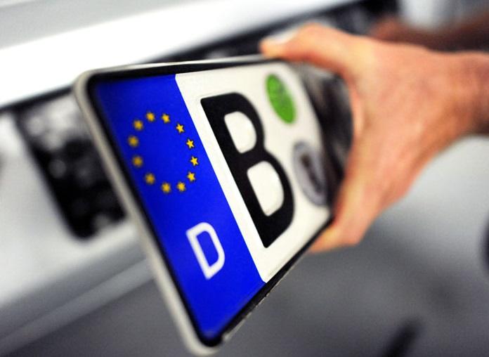 Суд у Німеччині відібрав у автовласника номерний знак за натяк на Гітлера