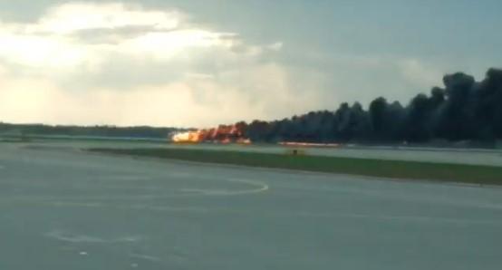 В Росії при аварійній посадці літака загинули десять людей – ЗМІ