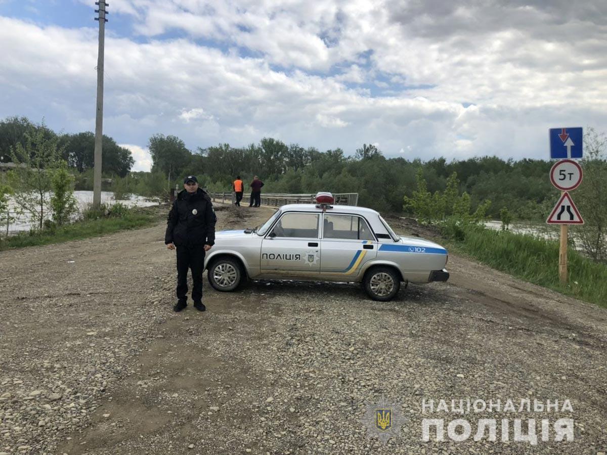 Міст у Маршинцях знову перекрили через загрозу підтоплення