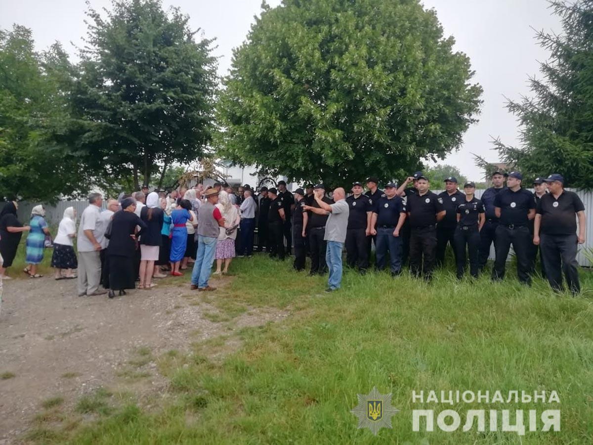 На Буковині поліція забезпечує порядок на зборах релігійних громад
