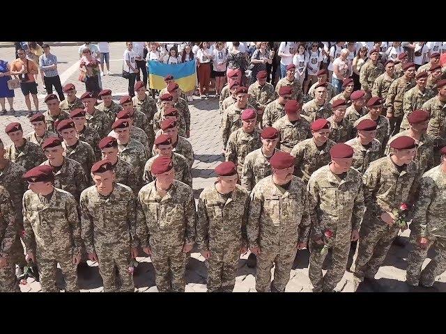 Понад дві сотні десантників повернулися з ООС до Чернівців