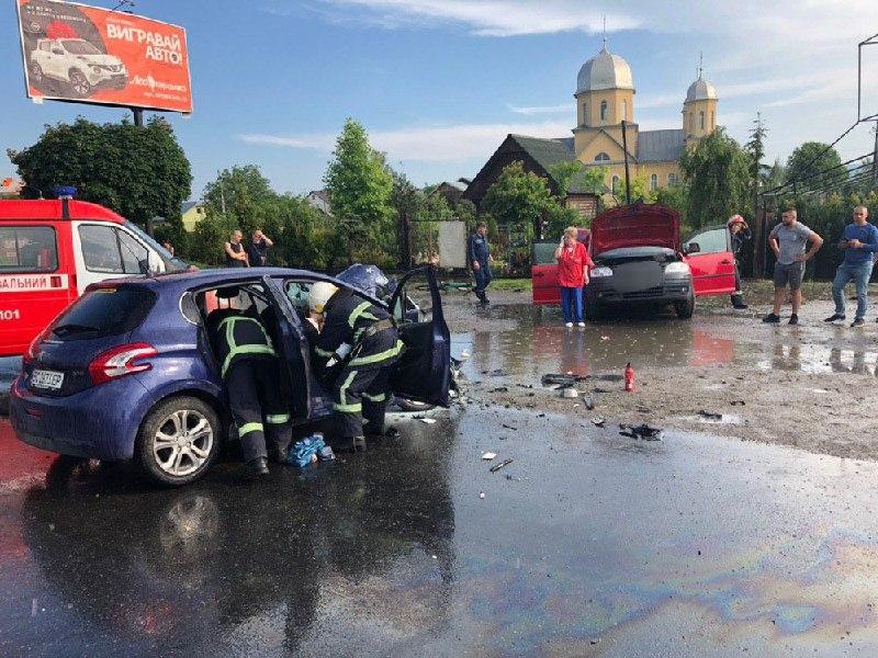 ДТП на виїзді з Чернівців: у поліції розповіли подробиці