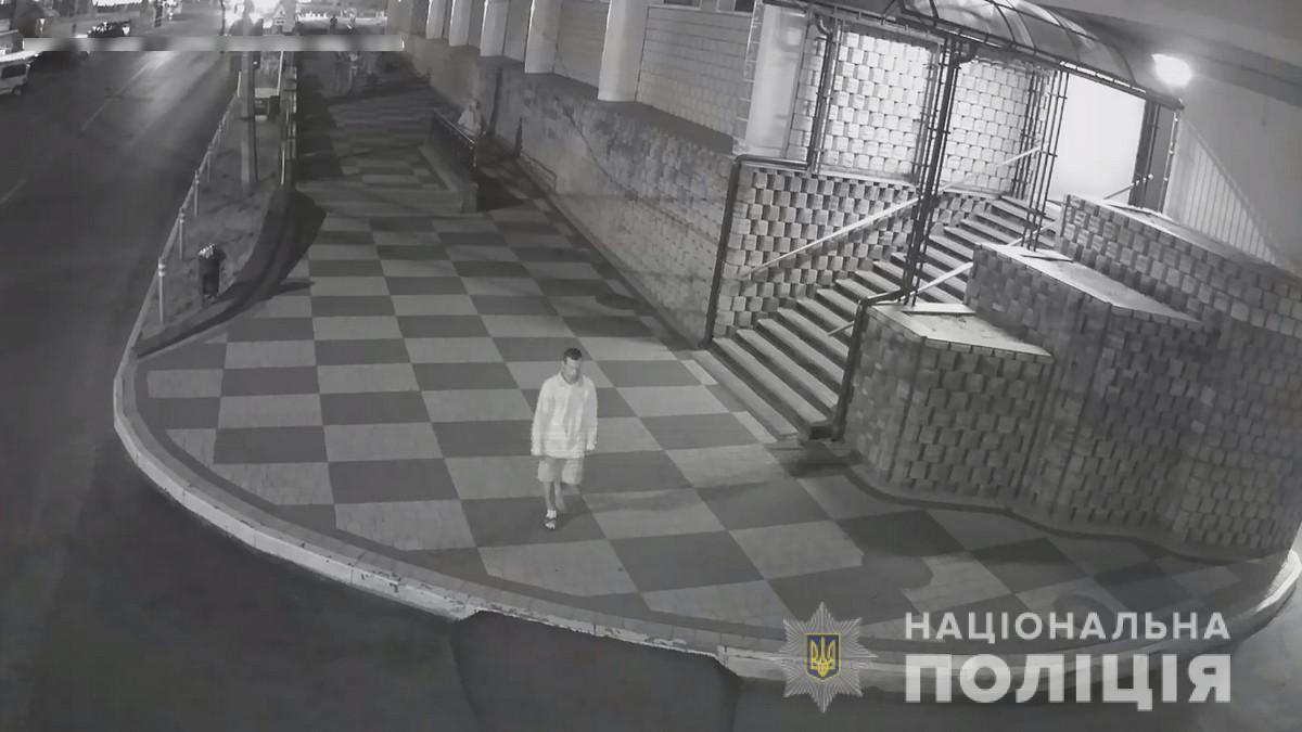 Поліція розшукує нападника, який побив чернівчанку