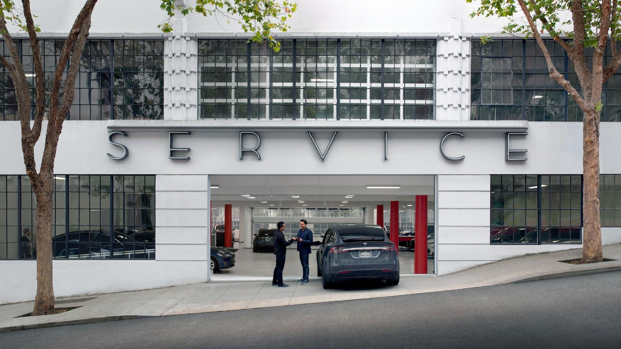 Tesla відкрила сервісний центр у Польщі, наступний прогнозують в Україні