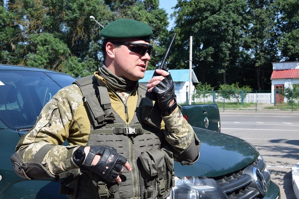 На Буковині прикордонники перешкодили контрабанді цигарок в Румунії: перекрили авіасполучення