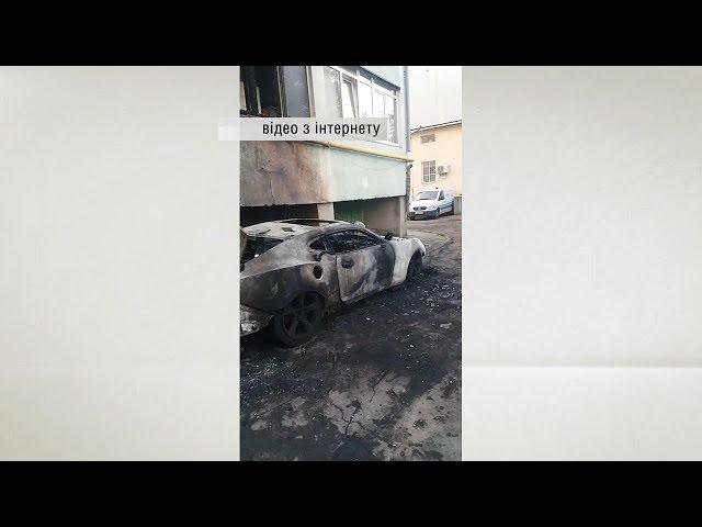 У Чернівцях на вулиці Кармелюка вщент згорів автомобіль Chevrolet Camaro