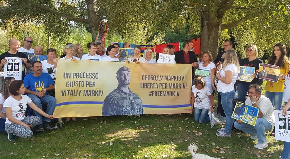 В італійському місті влаштували акцію на підтримку нацгвардійця Марківа
