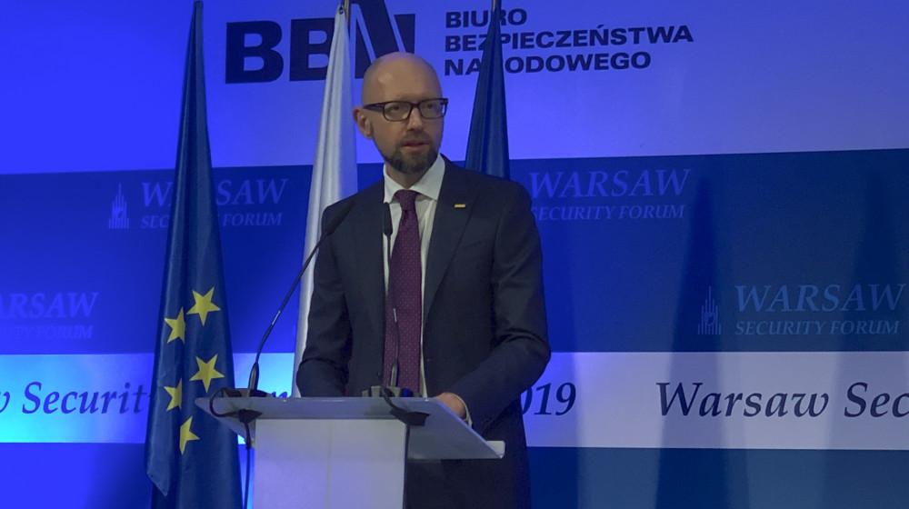 Арсеній Яценюк звернувся до Володимира Зеленського: нічого про Україну без України. Це має бути вашим пріоритетом