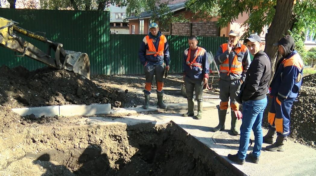 На Щербанюка розкопали асфальт, який до виборів самовільно стелила Оксана Продан (фото)