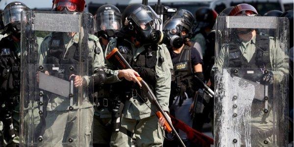 Протести в Гонконзі: в мітингувальника вперше вистрілили з бойової зброї