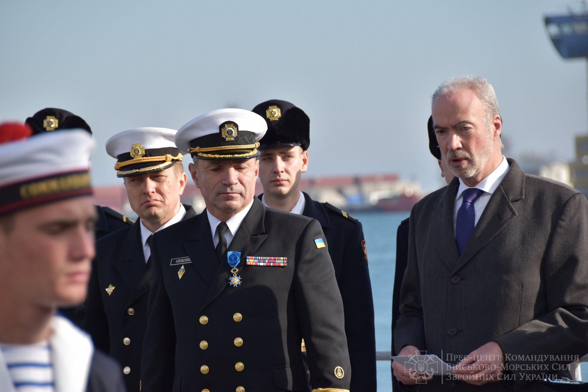 Макрон нагородив командувача ВМС України Воронченка орденом